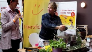 Imke Christoph, Ayurveggie, Ayurvedapur, Lebensfreudemesse Kiel, Showkochen, show cooking-retuschiert